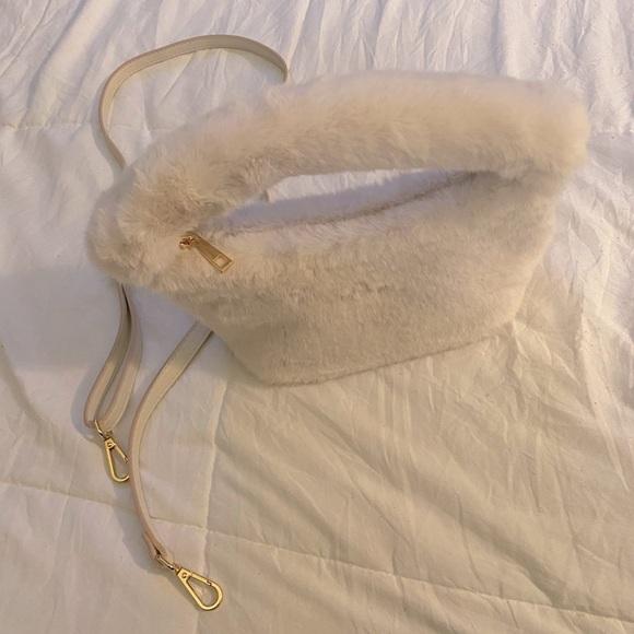 Fuzzy White Purse w/ detachable crossbody chain 🤍